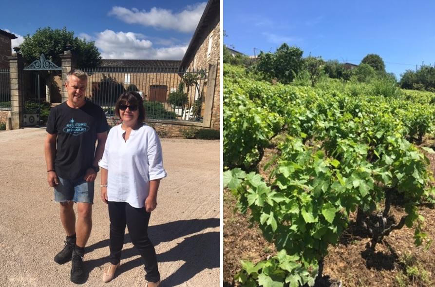 ラブレ・ロワの醸造責任者ブリジット・プッツさんと2019年6月末のボージョレのブドウ畑