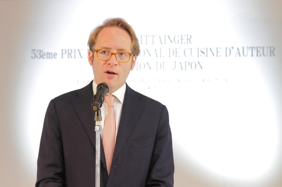 第53回ル・テタンジェ賞国際シグネチャーキュイジーヌコンクール日本大会でスピーチをするクロヴィス・テタンジェ氏