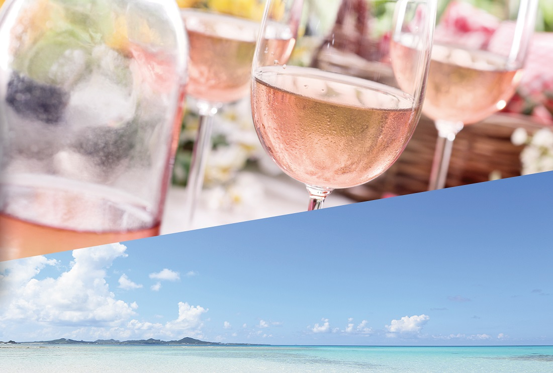 ロゼワインと青い海