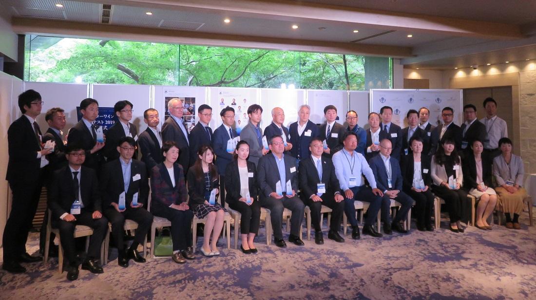 八芳園にて開催されたオイスターワインコンテスト2019授賞式の集合写真