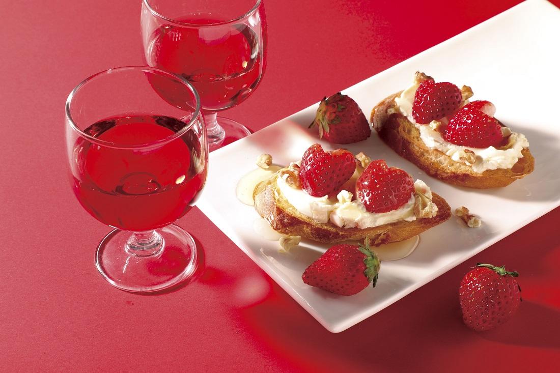 苺のワインと楽しみたい簡単レシピ、苺とクリームチーズ、クルミのタルティーヌ