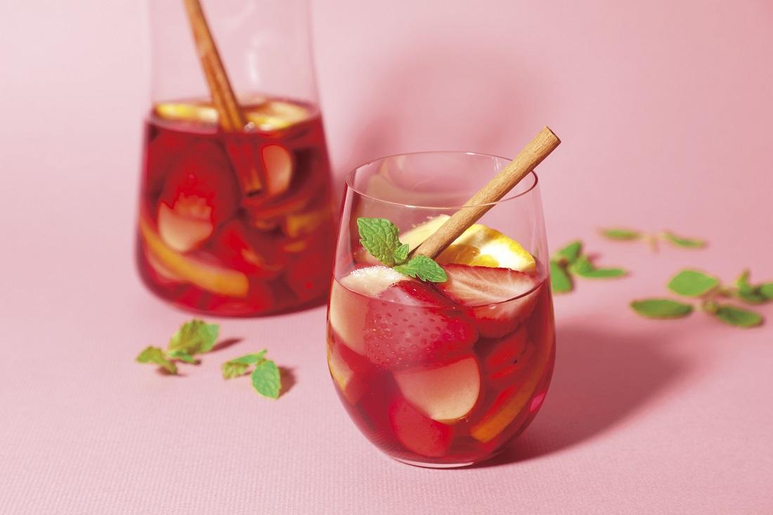 苺のワインのアレンジカクテル、苺のスパイスサングリア