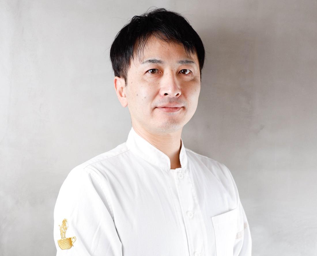 俺のBakery&Cafe遠藤雄二シェフ白背景