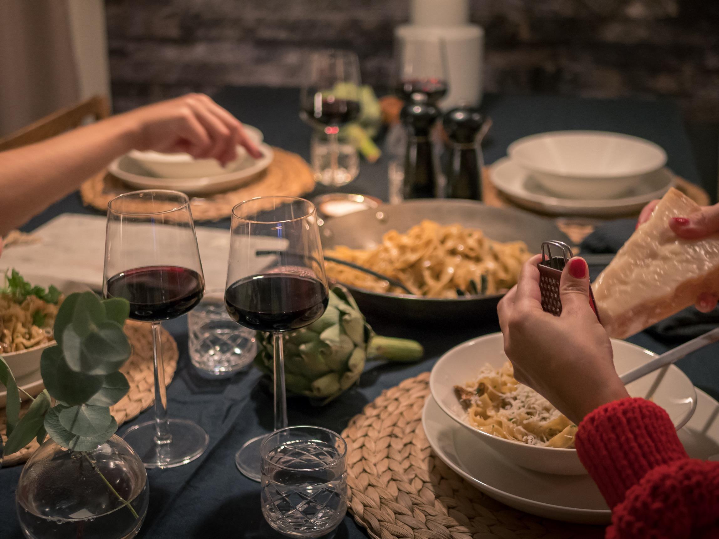 ワインと楽しむクリスマス。世界各国のクリスマススタイルをご紹介