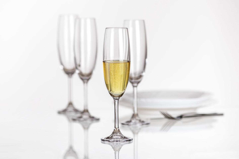 さまざまな種類があるワイングラス