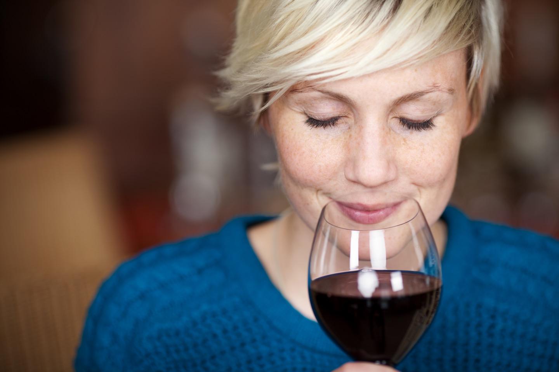 ワインのテイスティングのマナーとは?