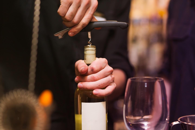 ワインの開け方はオープナーの種類にもよる