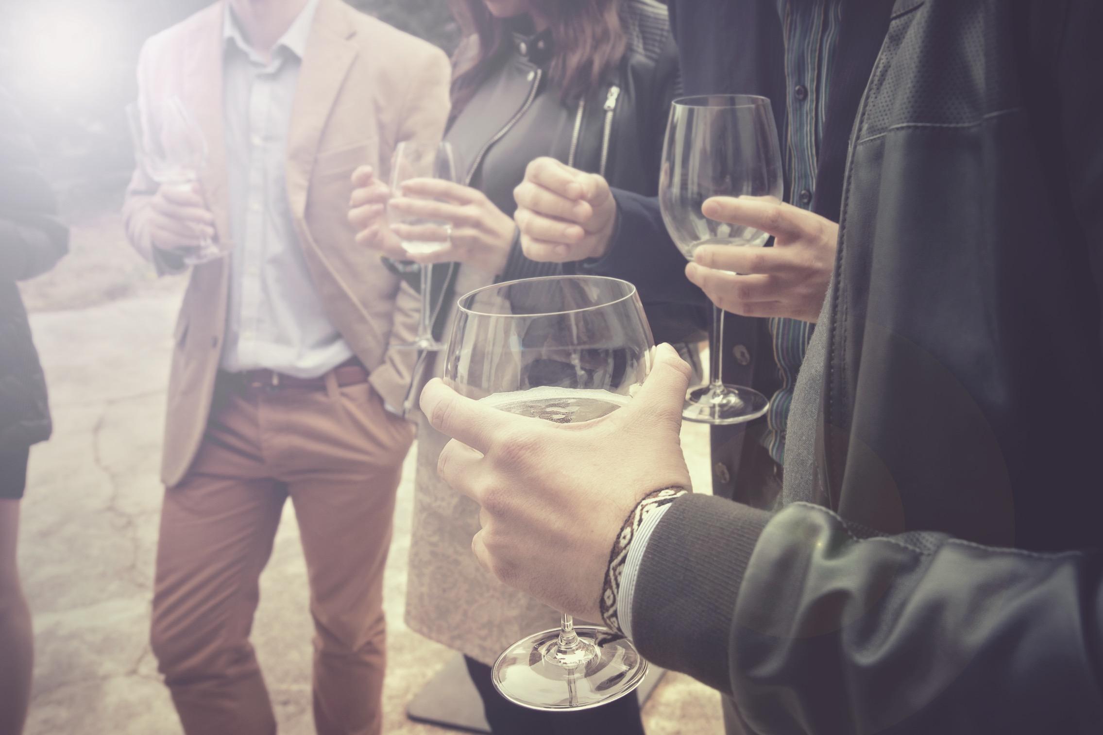 知っておくと一人前!ワインパーティーでかっこよく振舞えるマナー