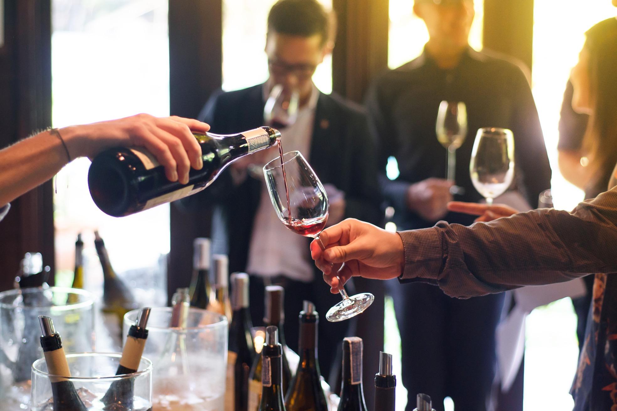 ワインの試飲会へ行ってみよう!マナーや注意点について