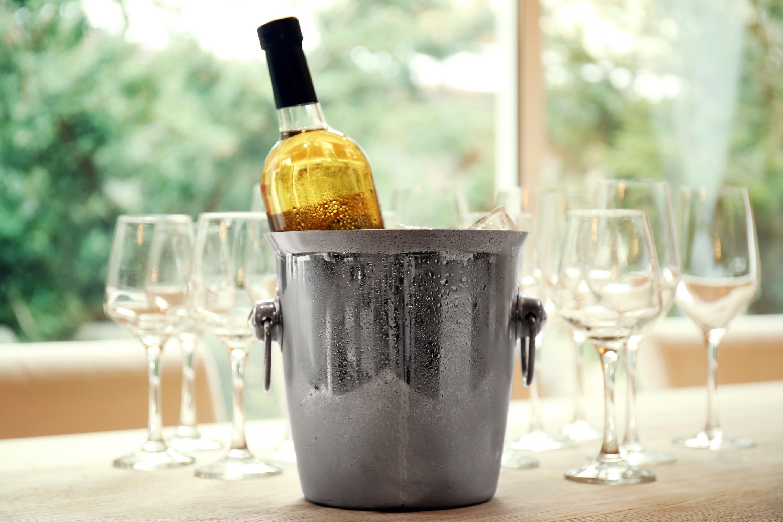 ワインをちょうどいい温度に冷やす方法
