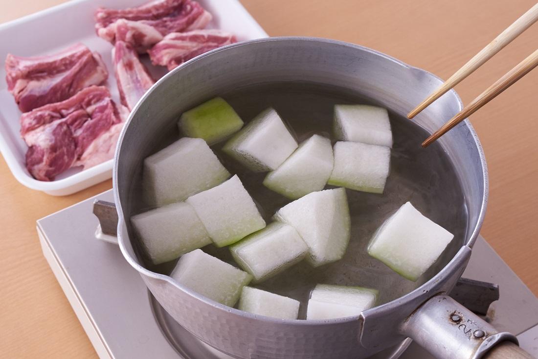 夏の旬を楽しもう!冬瓜を使ったレシピとおすすめ白ワイン