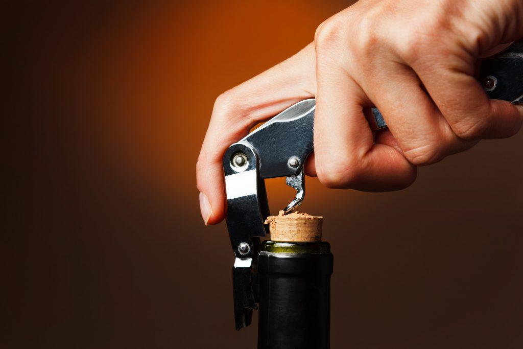 これができると一目置かれる?!ワインの簡単な開け方を種類別に紹介!