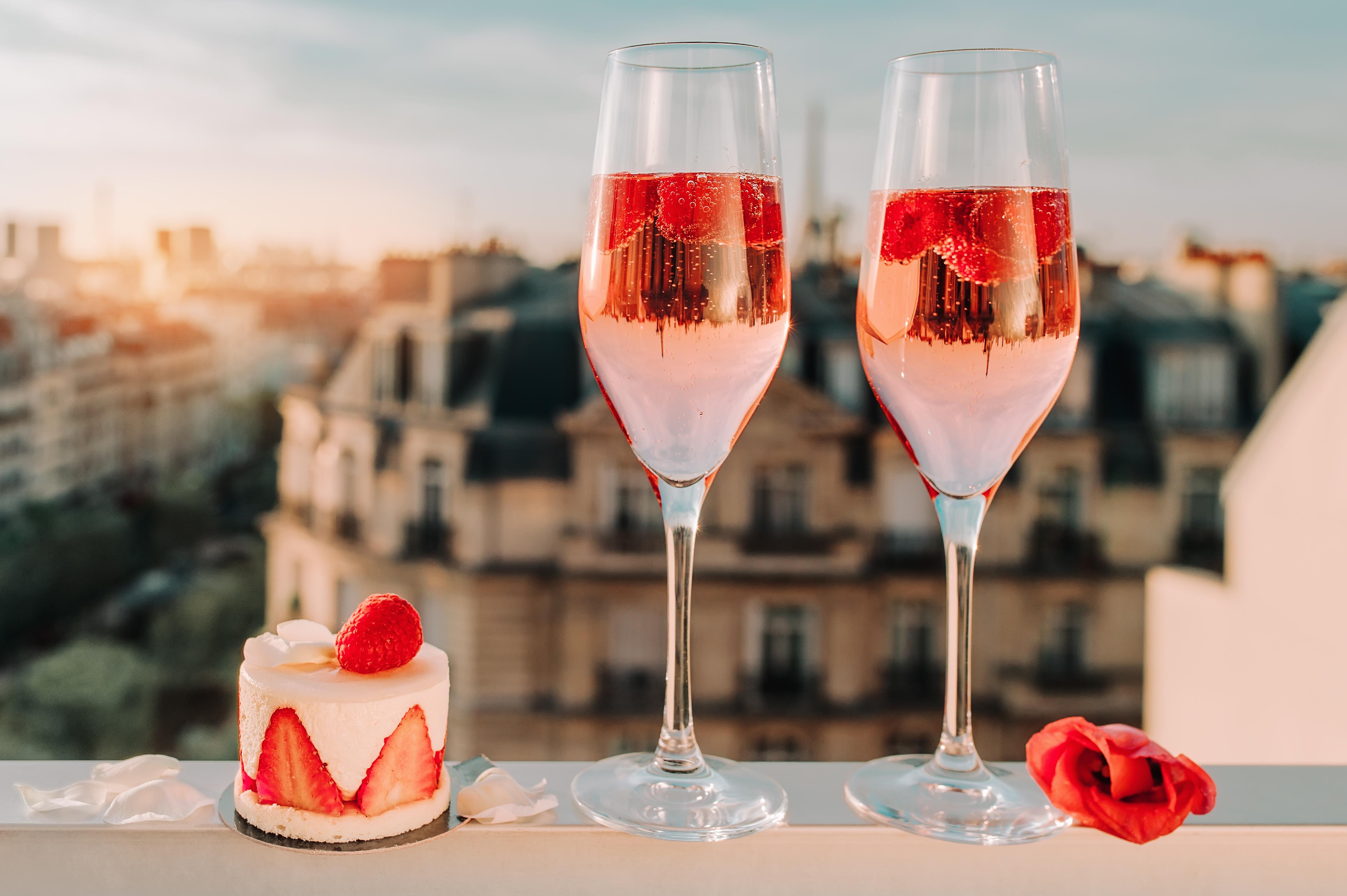 ケーキはスパークリングワインと一緒に。各ケーキとの組み合わせをご紹介