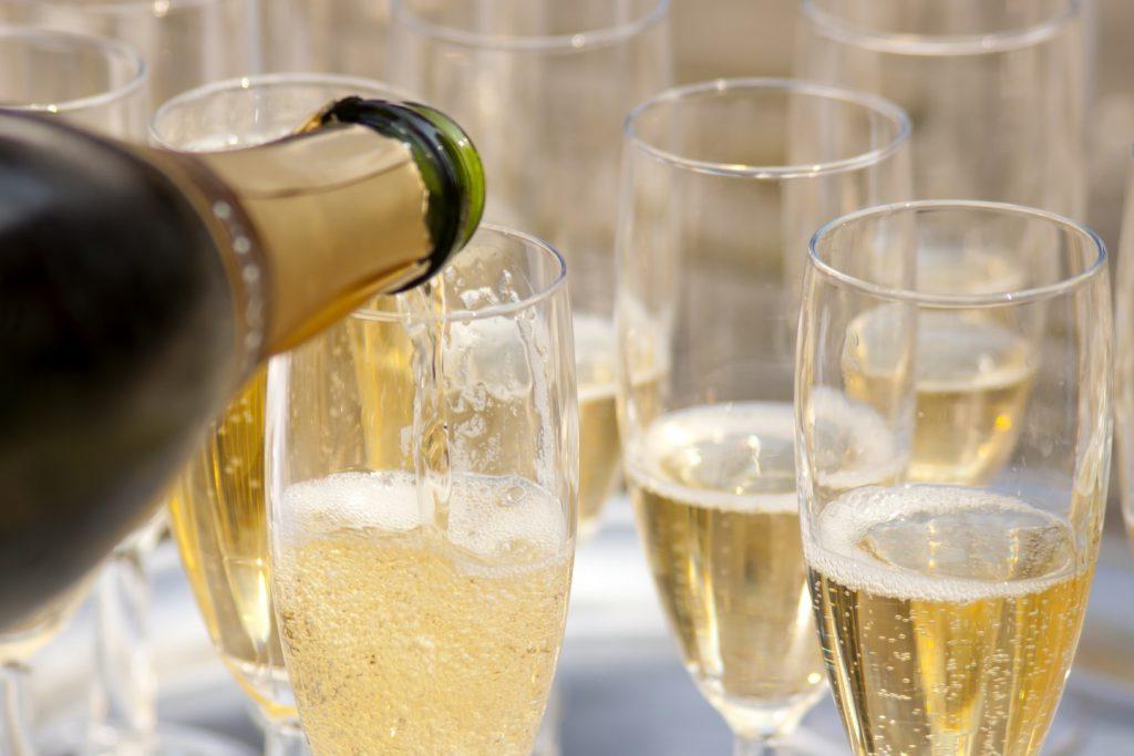 今人気のスパークリングワインの魅力
