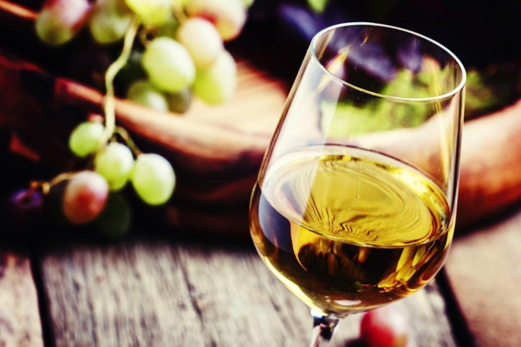 白ワインに使われるブドウで有名な品種は何?