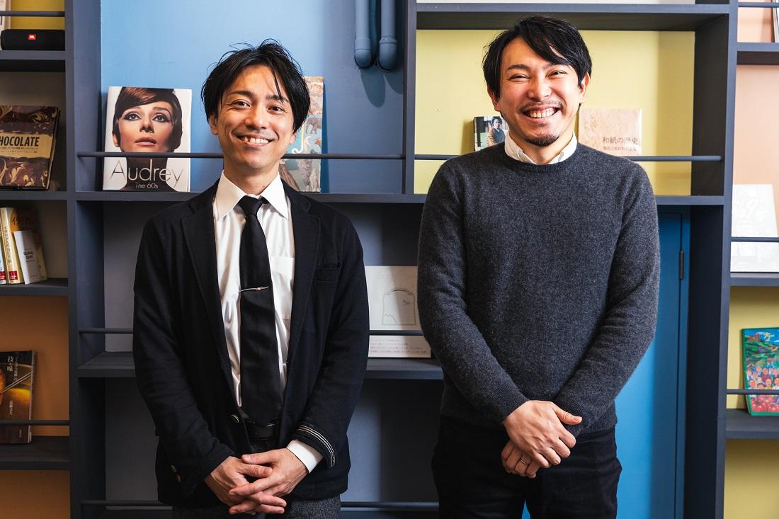 笑顔で横に並ぶD'RENTY CHOCOLATE代表 チョコレートソムリエ 森澤 祐介さんとワインyoutuber Yukioさん
