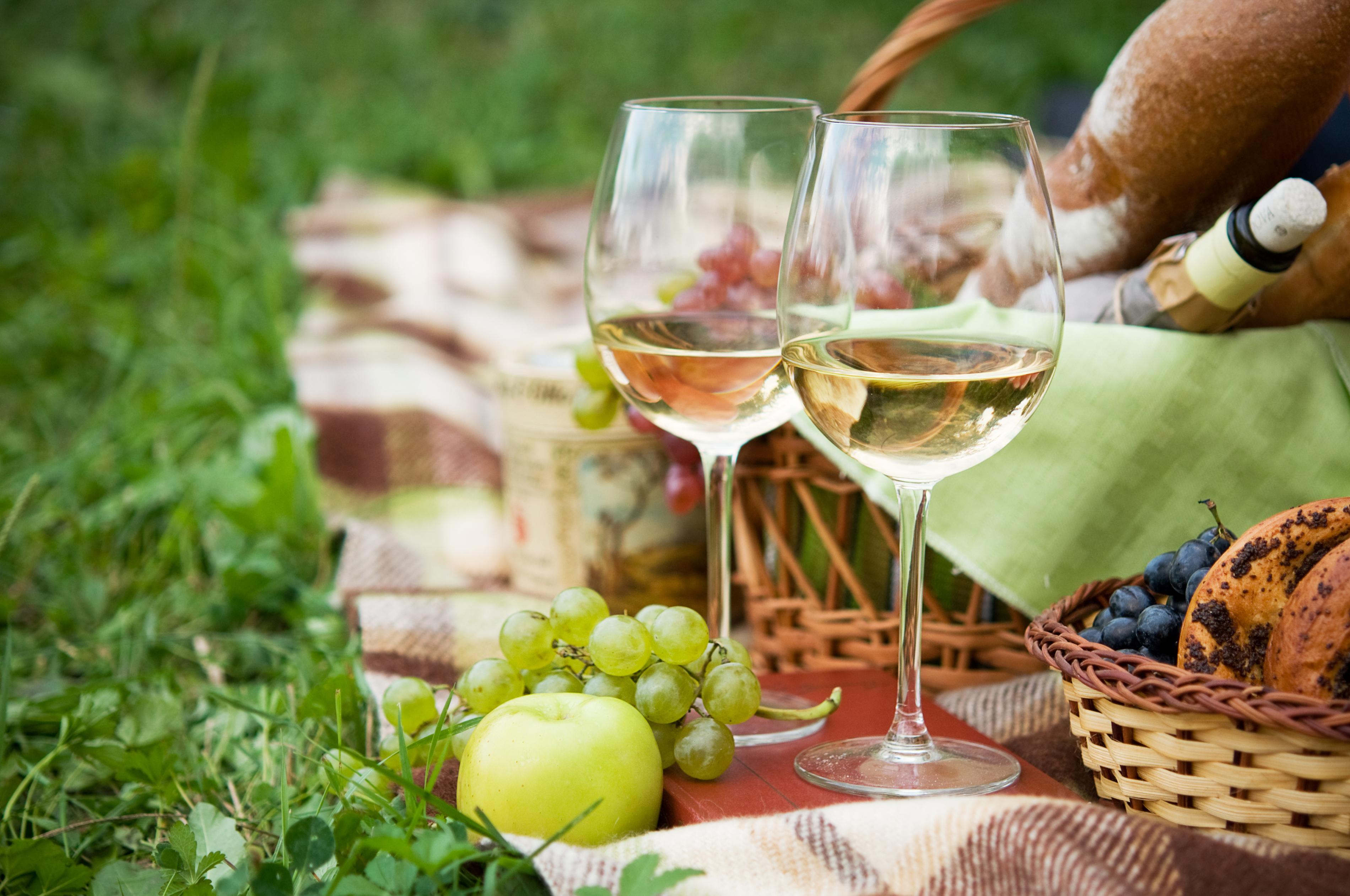 お花見に持って行きたいワインとワイングッズ