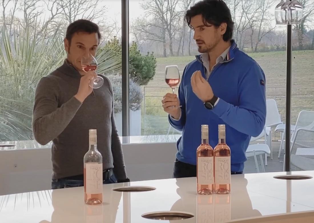 タリケ ロゼ2019ヴィンテージのコメントをするドメーヌ・タリケのオーナー兼ワインメーカー、グラッサ兄弟