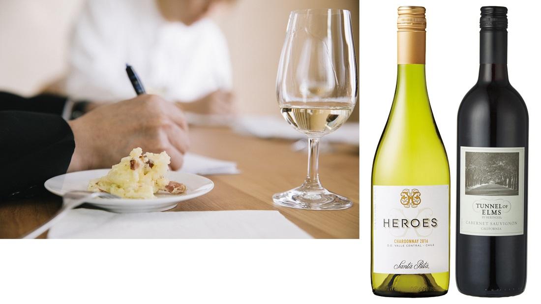 日本ポテトサラダ協会公認のスモーク(ベーコン)系ポテトサラダに合うベストワイン2アイテムのワインボトルと選定の様子