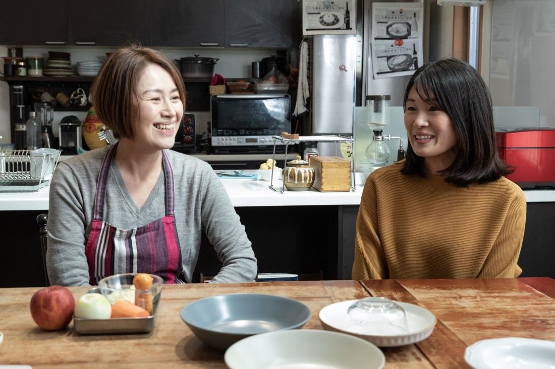 ワインとカレーの検証に挑む料理研究家尾田衣子さんとワイン愛好家藤田さん