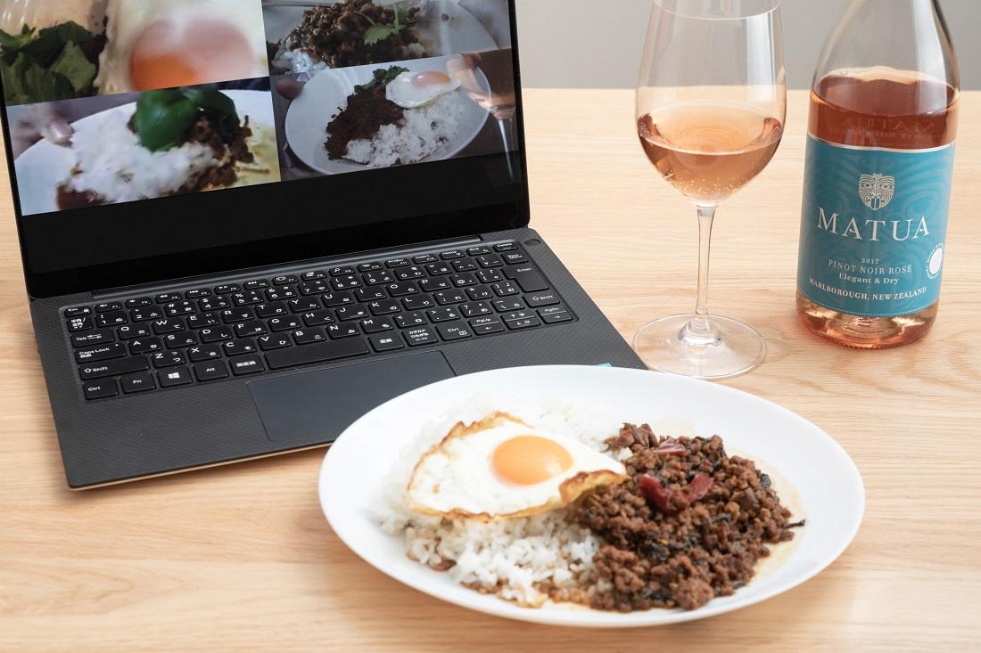 #やってみロゼ!タイ料理編オンライン飲み会でガパオライスを見せ合うメンバー