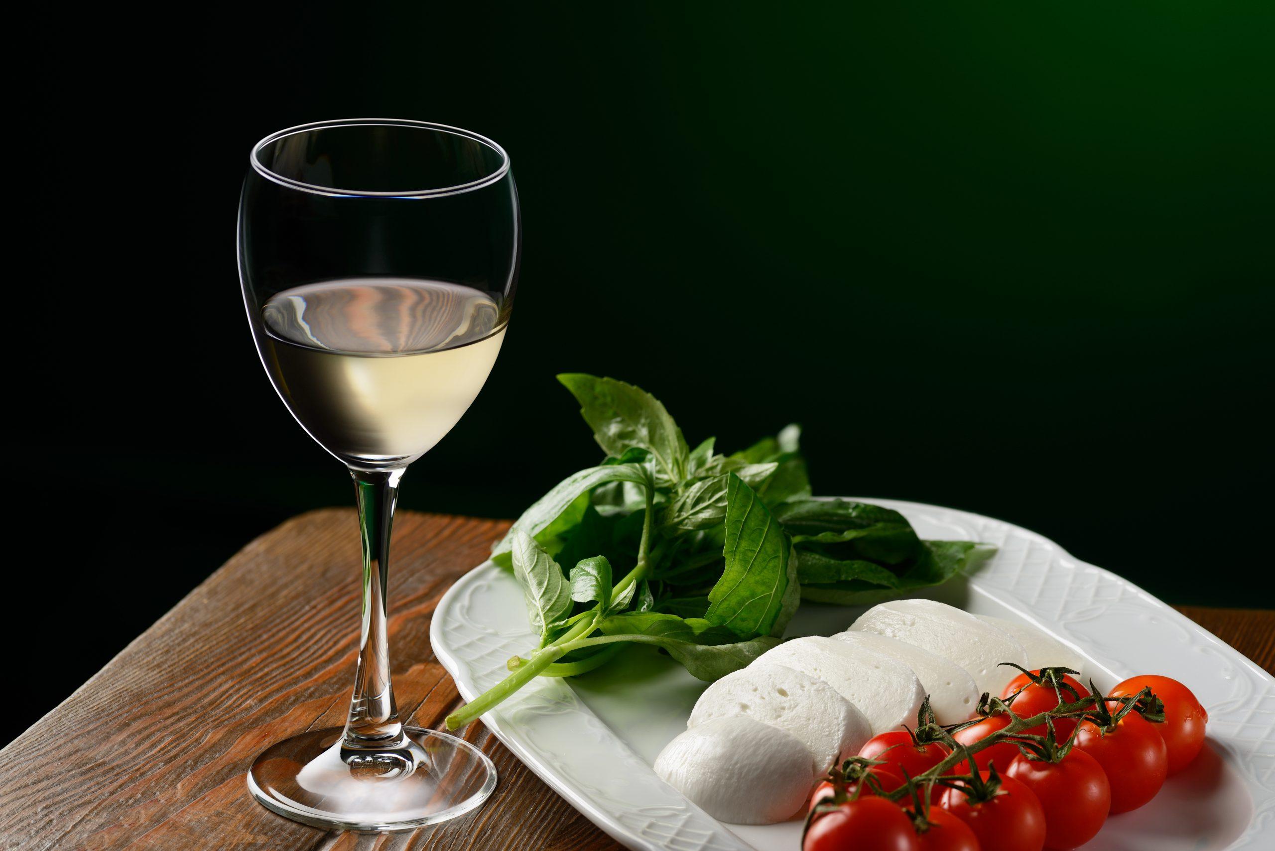 ワインと一緒に!モッツァレラチーズを使った簡単おつまみレシピを紹