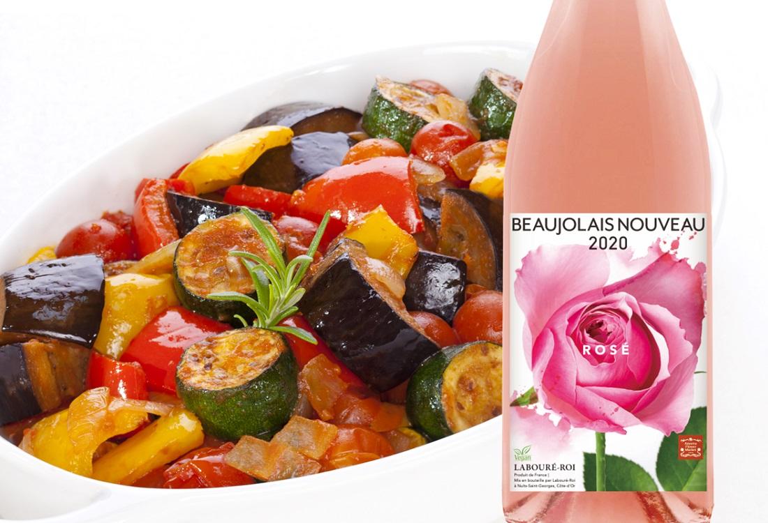 ラブレ・ロワ ボージョレ・ヌーボー ロゼ フリーラン 2020のワインボトルとラタトゥイユ