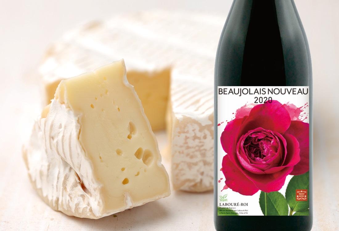 カマンベールチーズとラブレ・ロワ ボージョレ・ヌーボー 2020のワインボトル