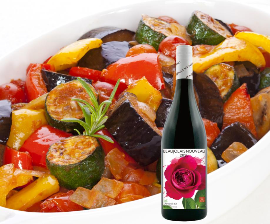 ラタトゥイユとラブレ・ロワ ボージョレ・ヌーボー 2020のワインボトル