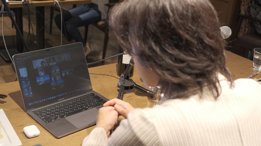 グランポレールオンラインセミナーのブレイクアウトルームで参加者と対談をするグランポレールアンバサダー大越基裕さん