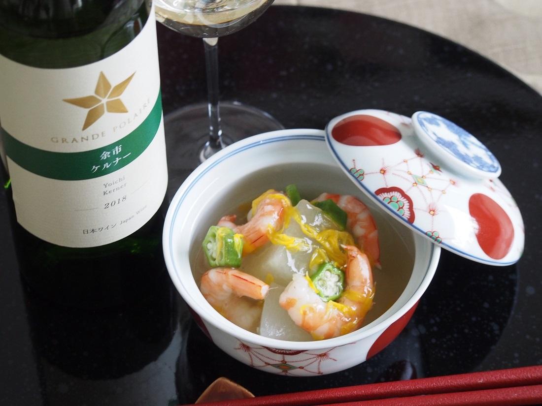 「料理研究家/フードコーディネーター 福島さやかさん」考案のグランポレールとお料理とのペアリングレシピと余市ケルナーのワインボトル
