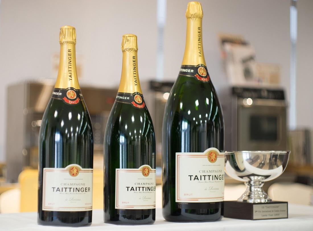 第54回ル・テタンジェ賞国際シグネチャーキュイジーヌコンクール日本大会の優勝カップと副賞のテタンジェ6Lボトル