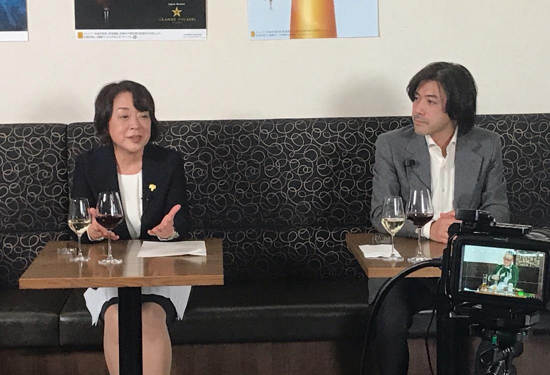 日本ワインについて語る原さんと大越さん