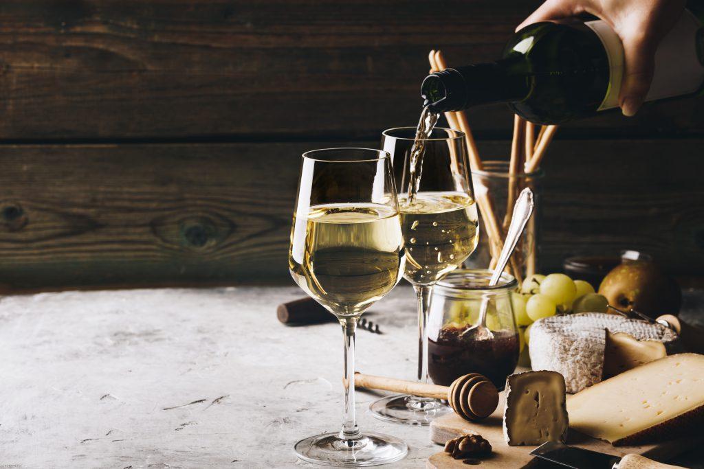 肉料理に合う白ワインといえばピノ・グリージョ!その特長やおすすめワイン