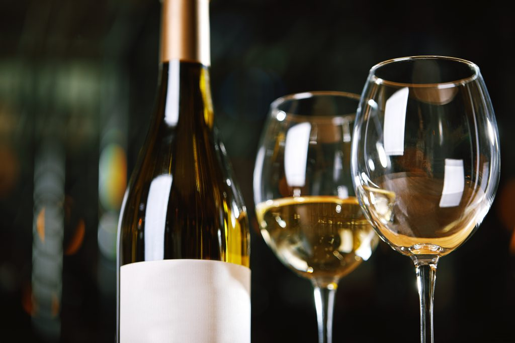 スッキリした辛口白ワインが飲みたい!選び方のポイントは?