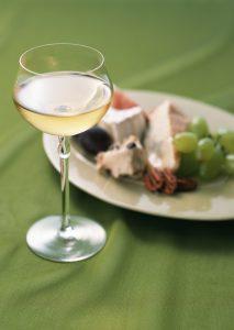 ワイングラスの種類を知っておこう!選び方のポイントも紹介