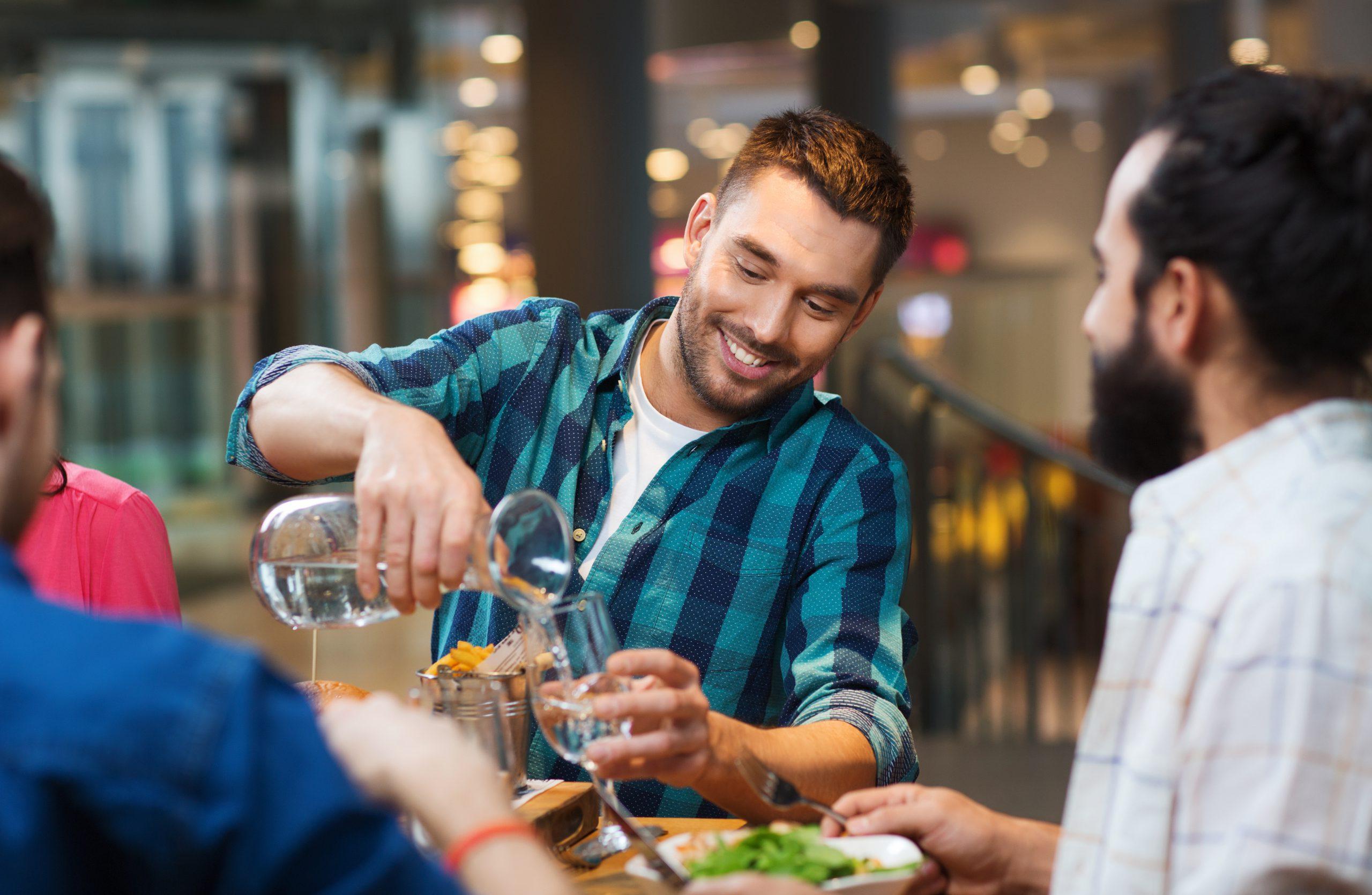 ワインを楽しむ合間に飲む、チェイサーの役割