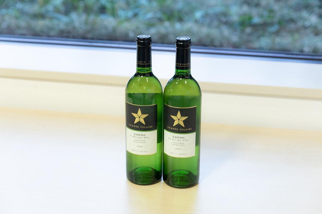横に並んだグランポレール 安曇野池田 ソーヴィニヨンブラン ワインボトル2本