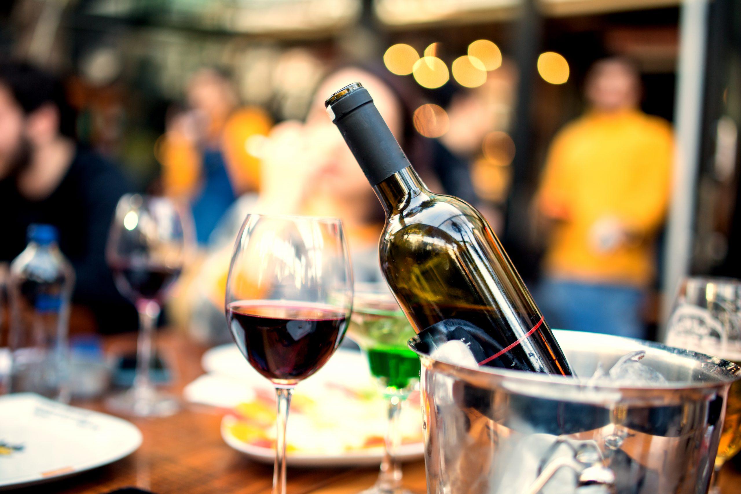 ワインを適温に冷やすには?冷やすとおいしいワインもご紹介