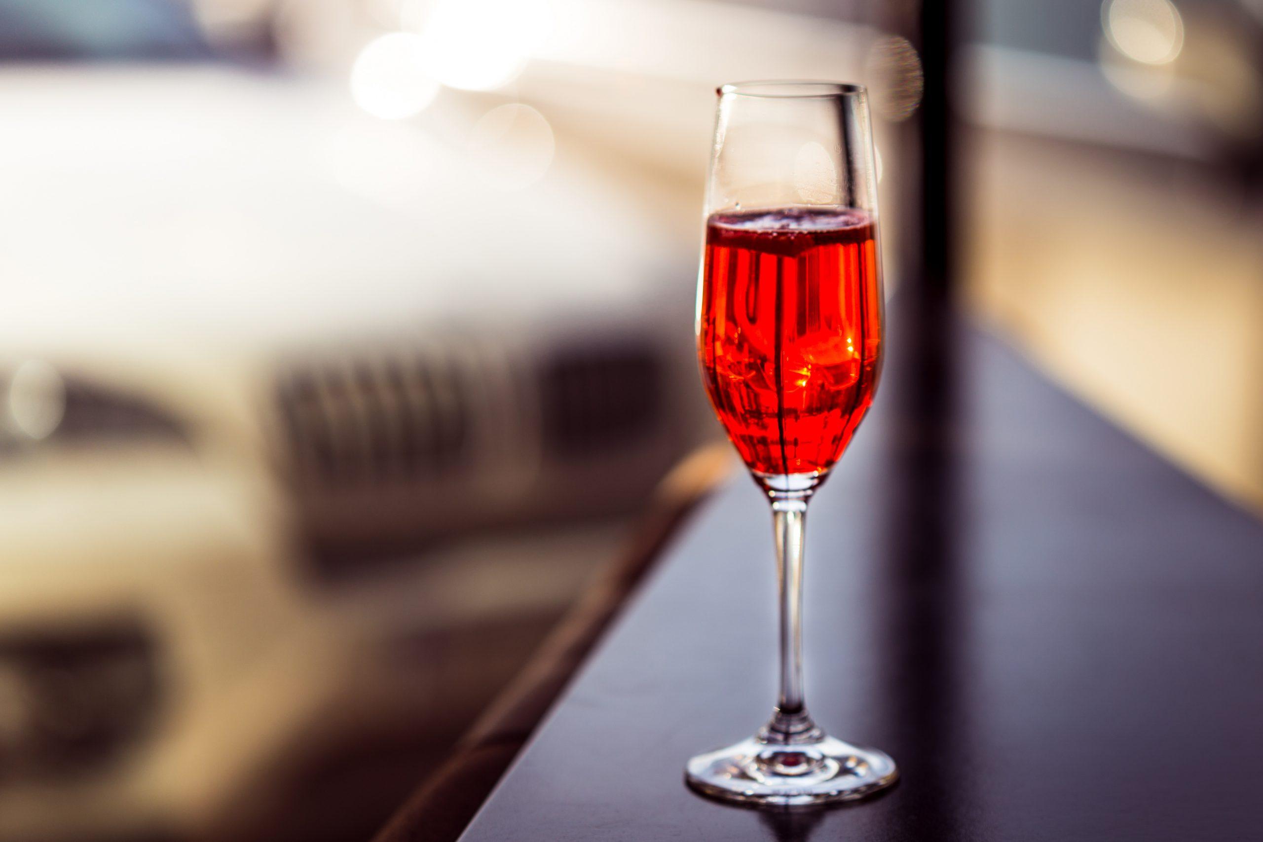 ちょっぴり変わった味が楽しめる♪白ワインカクテルのレシピ