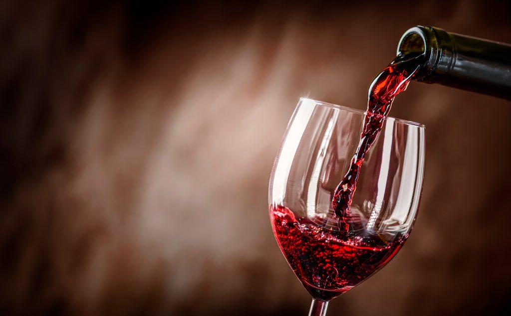 ワインの注ぎ方は難しくない。これだけ知っておけばあなたもソムリエ